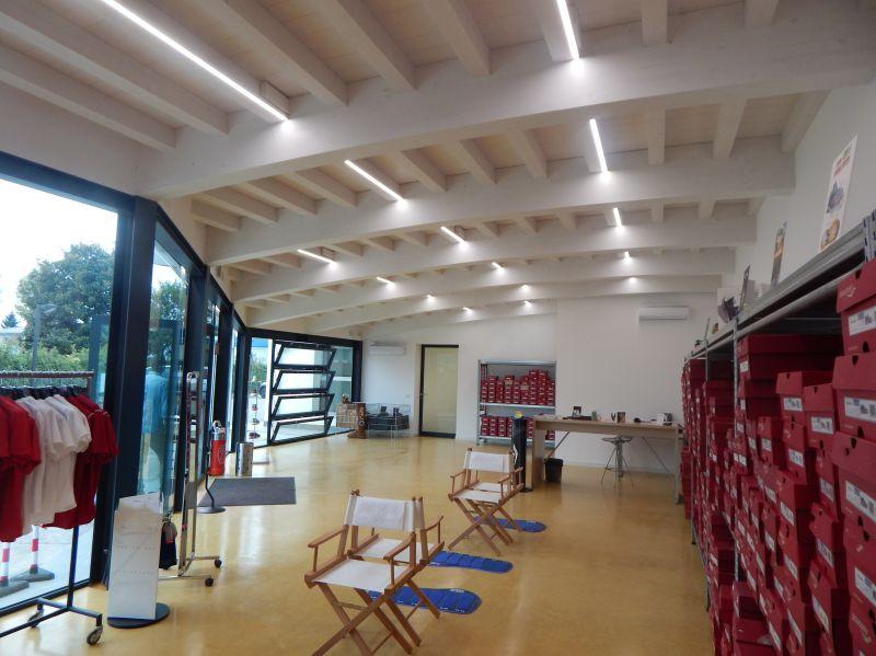 Illuminazione a LED per solai in legno, illuminazione a LED per tetti e strutture in legno ...