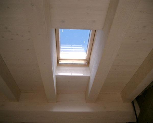 Velux lucernai e finestre per tetti in legno veneta tetti for Velux tetto
