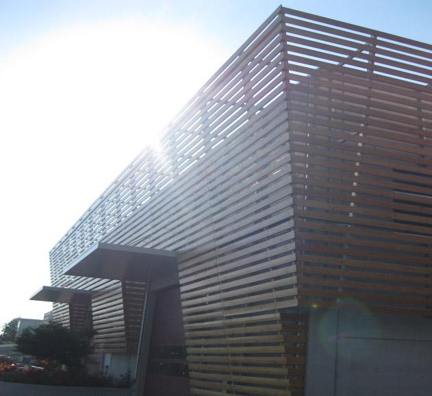 Rivestimenti esterni in legno facciate in legno veneta for Rivestimenti in legno verticali