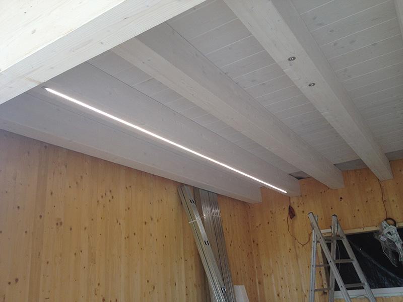 Illuminazione a led per solai in legno illuminazione a for Fari led per interni