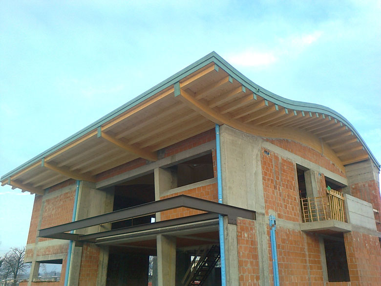 Realizzazione coperture curve in legno su misura - Veneta Tetti