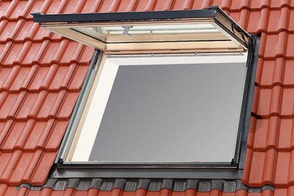 Velux lucernai e finestre per tetti in legno veneta tetti - Dimensioni finestre velux ...