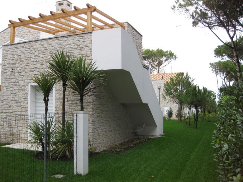 Realizzazioni coperture tettoie e porticati in legno for Tetti di case moderne