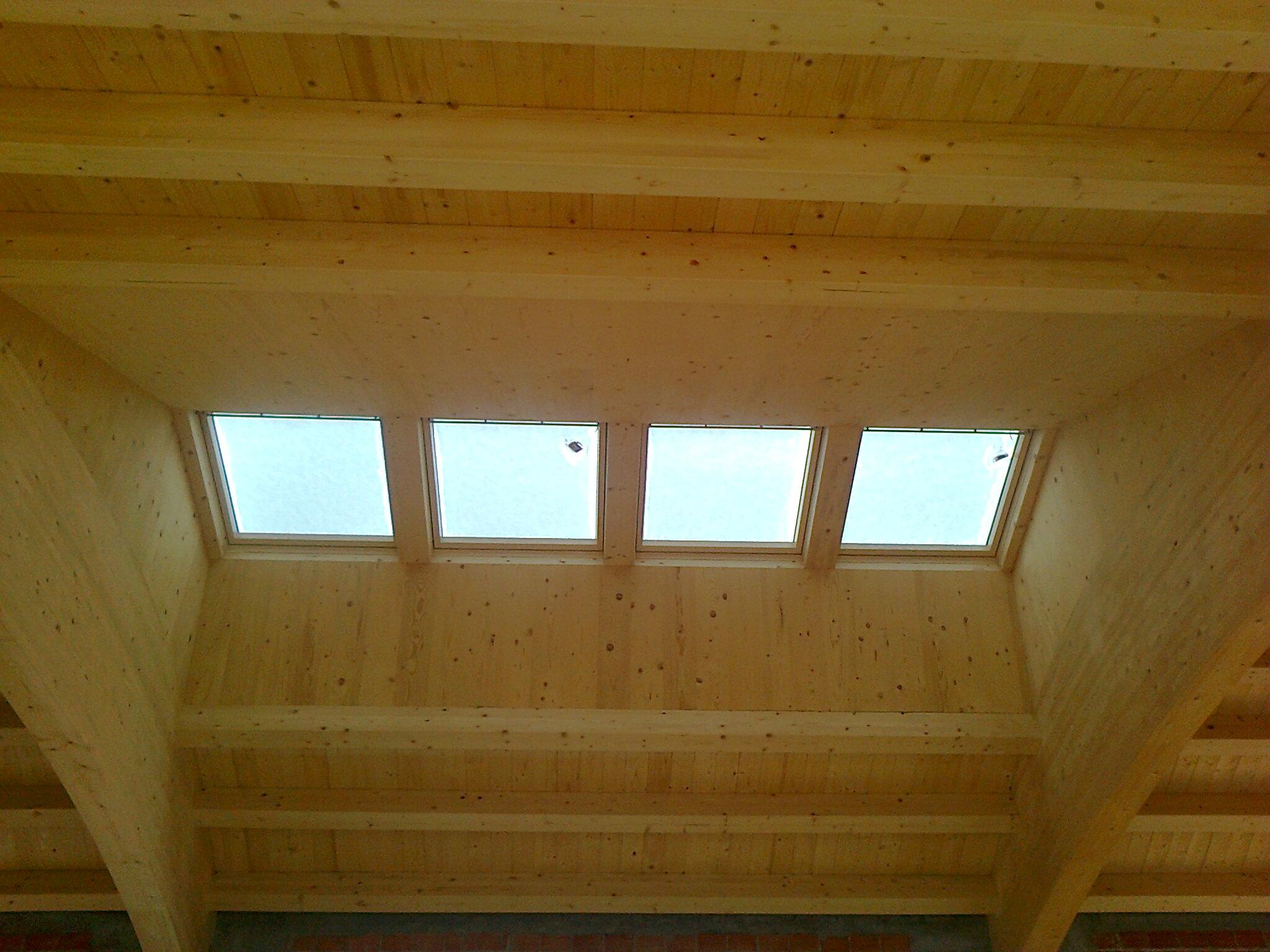 Fornitura finestre per mansarde veneta tetti for Assistenza velux telefono