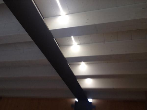 LED per travi, illuminazione LED nel legno - Veneta Tetti