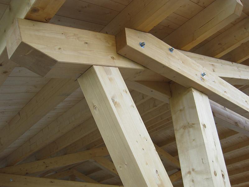 Illuminazione a led su legno realizzazione impianti per l for Illuminazione travi a vista
