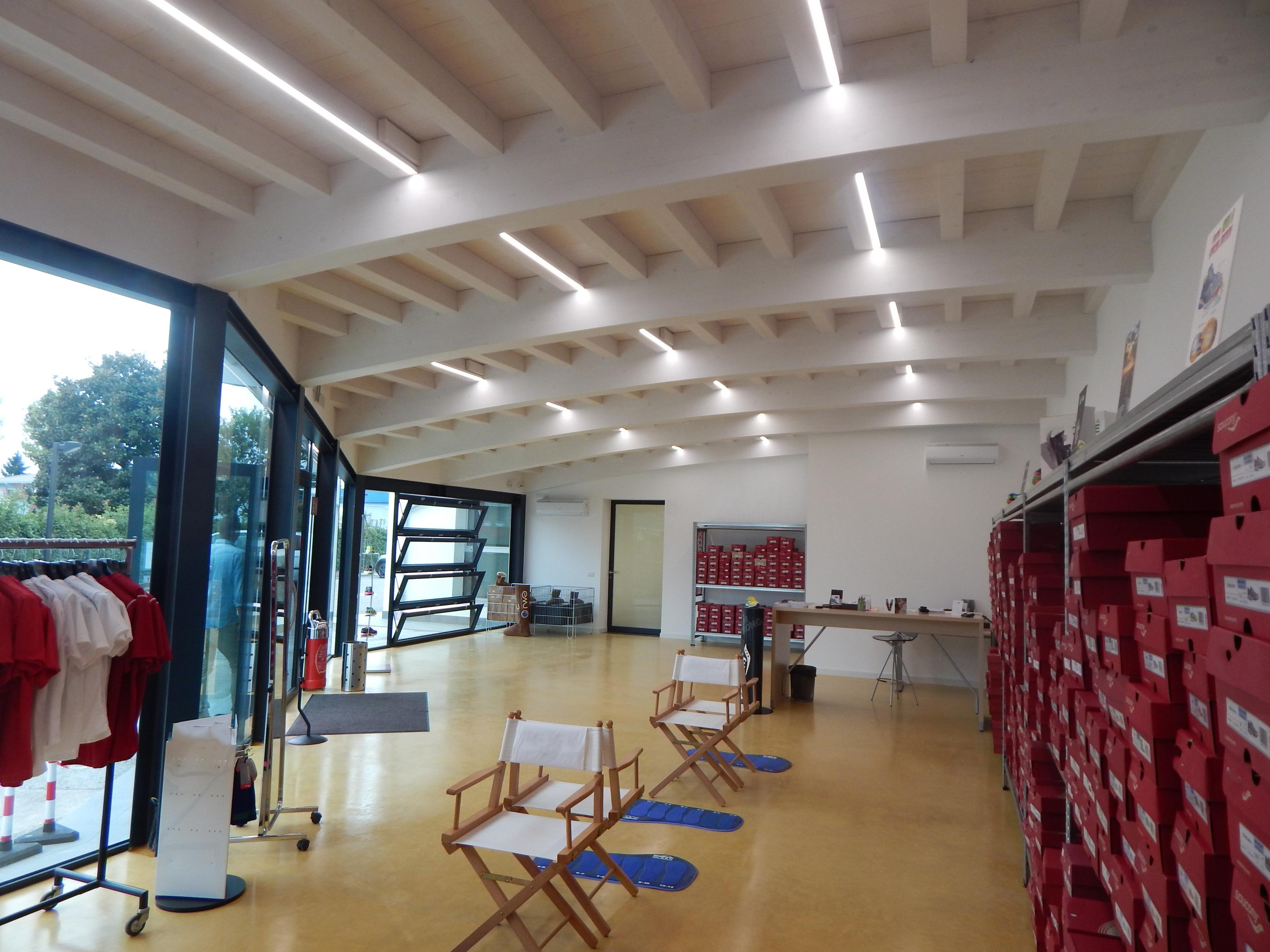 Foto Di Soffitti Con Travi In Legno : Illuminazione per soffitti travi legno happycinzia